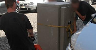 Ici vient un texte en rapport avec la photo traitant de la manutention d'un coffre fort